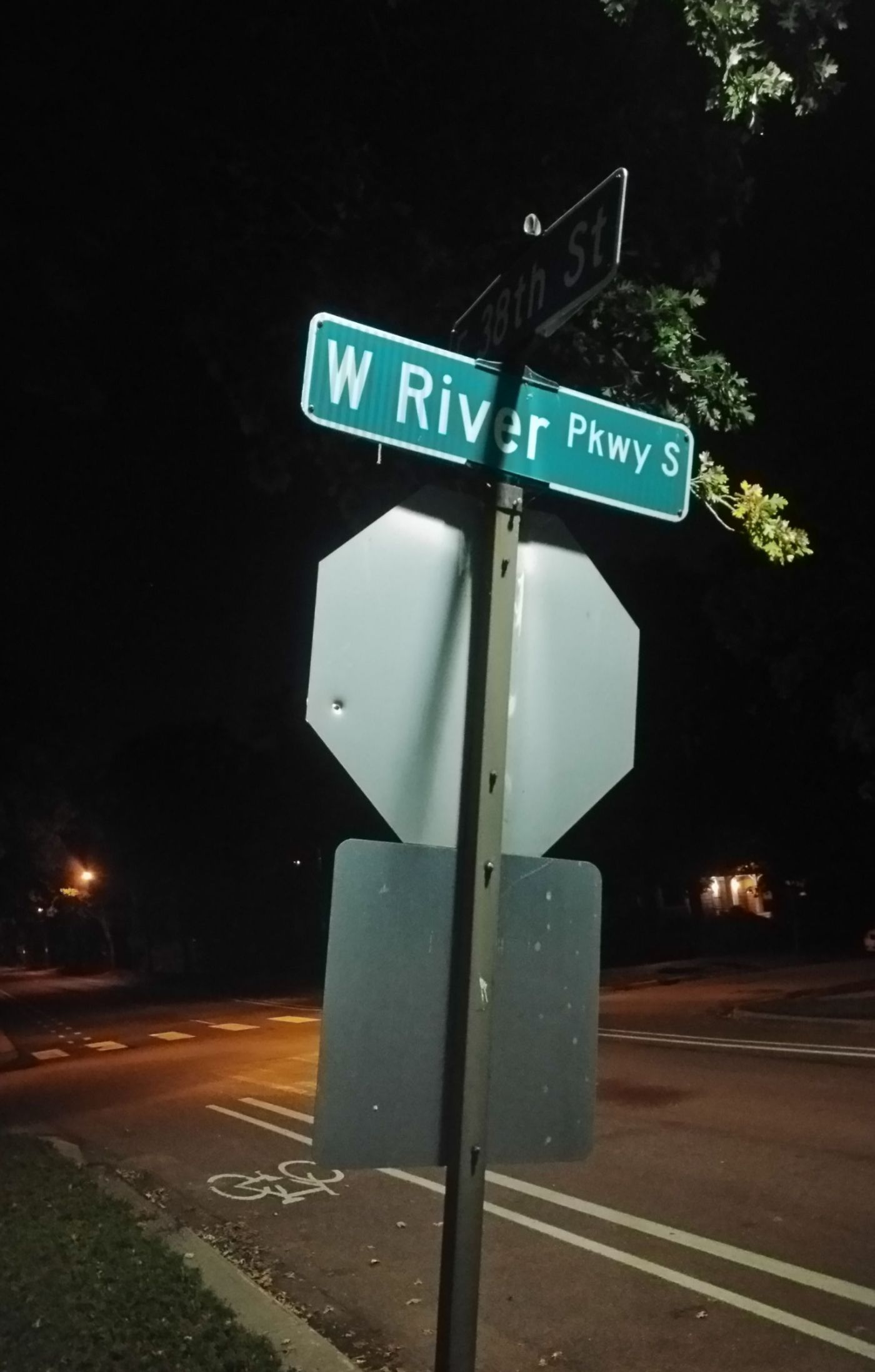 W River Pkwy S street sign